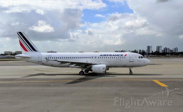 Airbus A320 (F-GKXU)