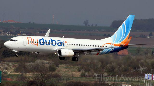 Boeing 737-700 (A6-FEL) - FlyDubai into Prague, CZ