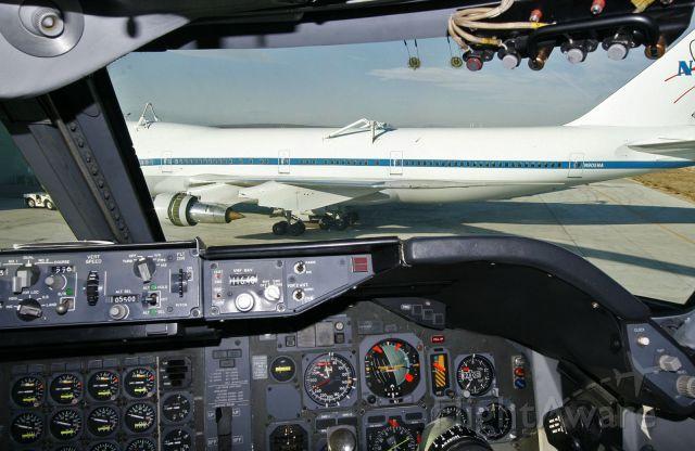 BOEING 747-100 (N905NA) - NASA N905NA as seen from the cockpit of sistership N911NA