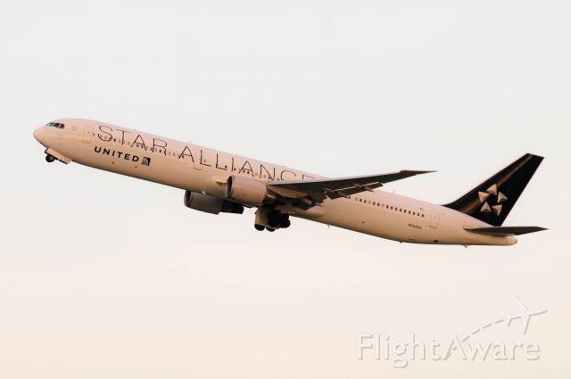 BOEING 767-400 (N76055)