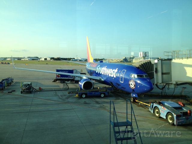 Boeing 737-700 (N944WN) - Here