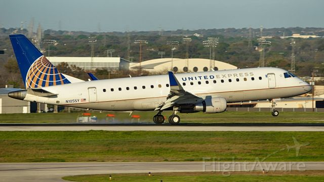 EMBRAER 175 (long wing) (N105SY) - 13R arrival.