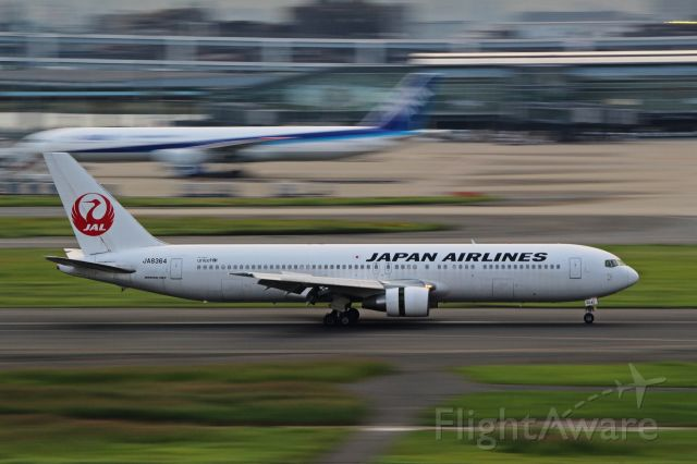 BOEING 767-300 (JA8364)