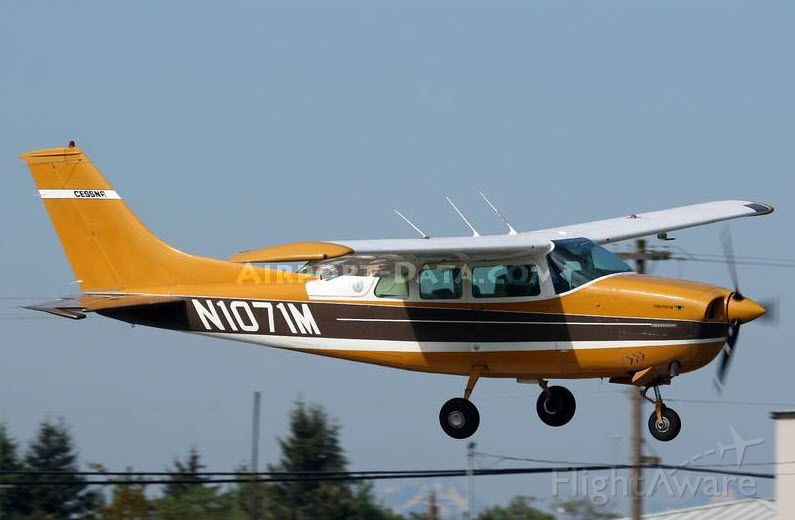 Cessna Centurion (N1071M) - Landing