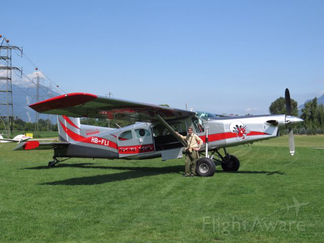 Pilatus PC-6B Turbo-Porter (HB-FLI) - There is nothing like dive landing in a PC-6