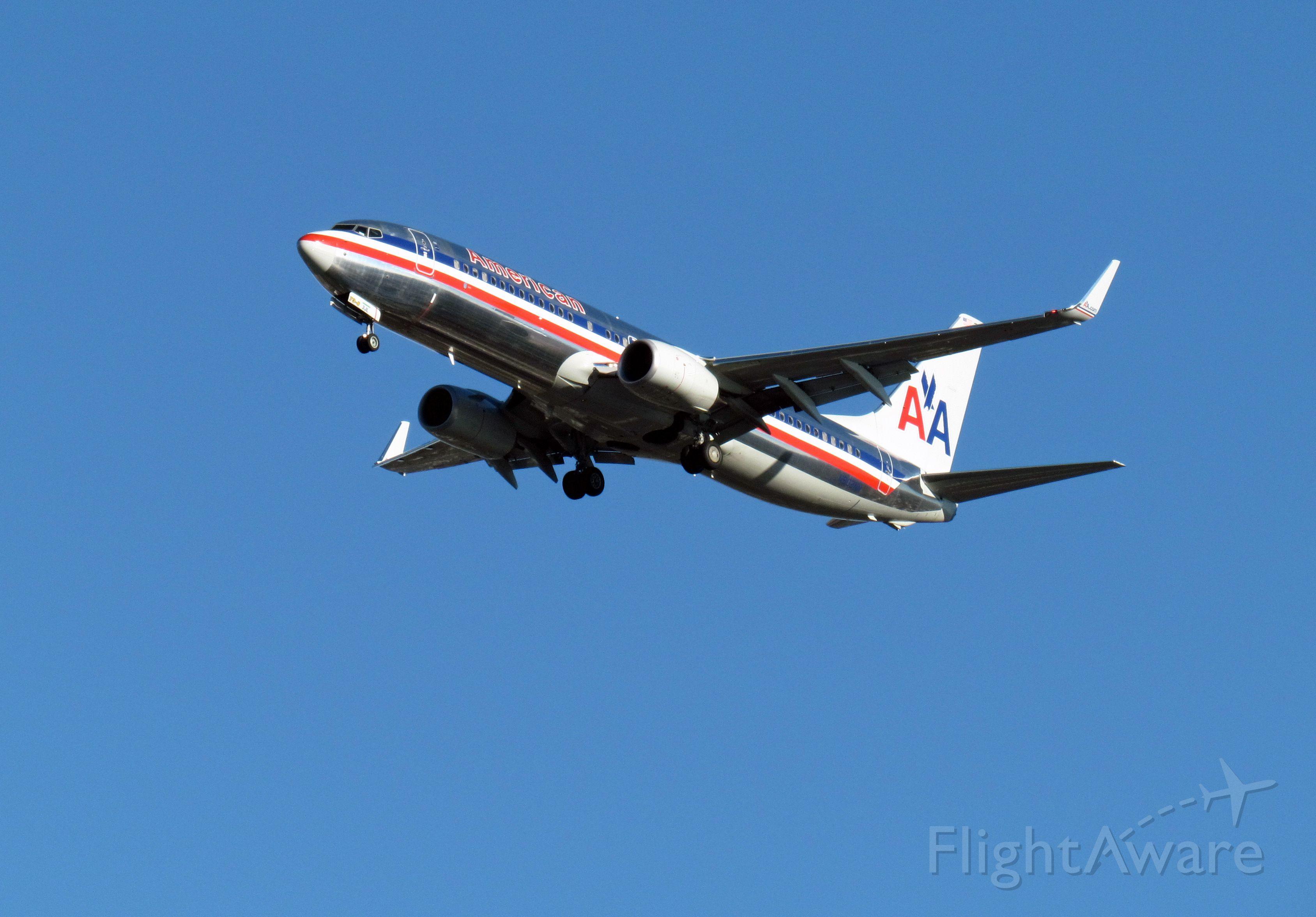 Boeing 737-800 (N902NN)