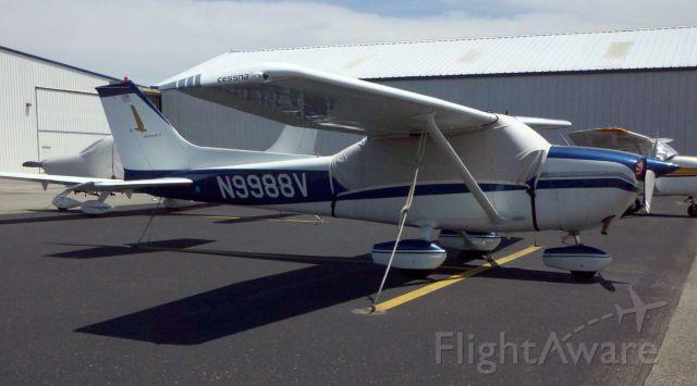 Cessna Skyhawk (N9988V)