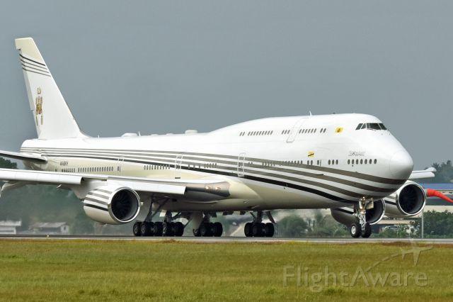 BOEING 747-8 (V8-BKH)