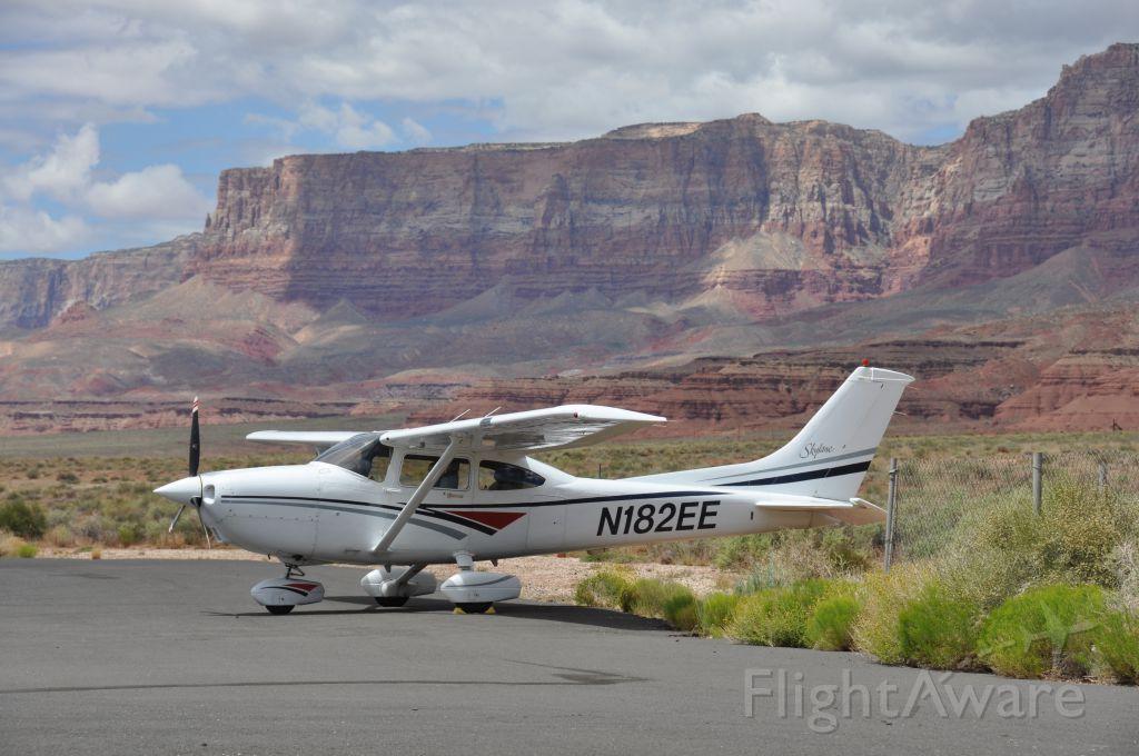 Cessna Skylane (N182EE)