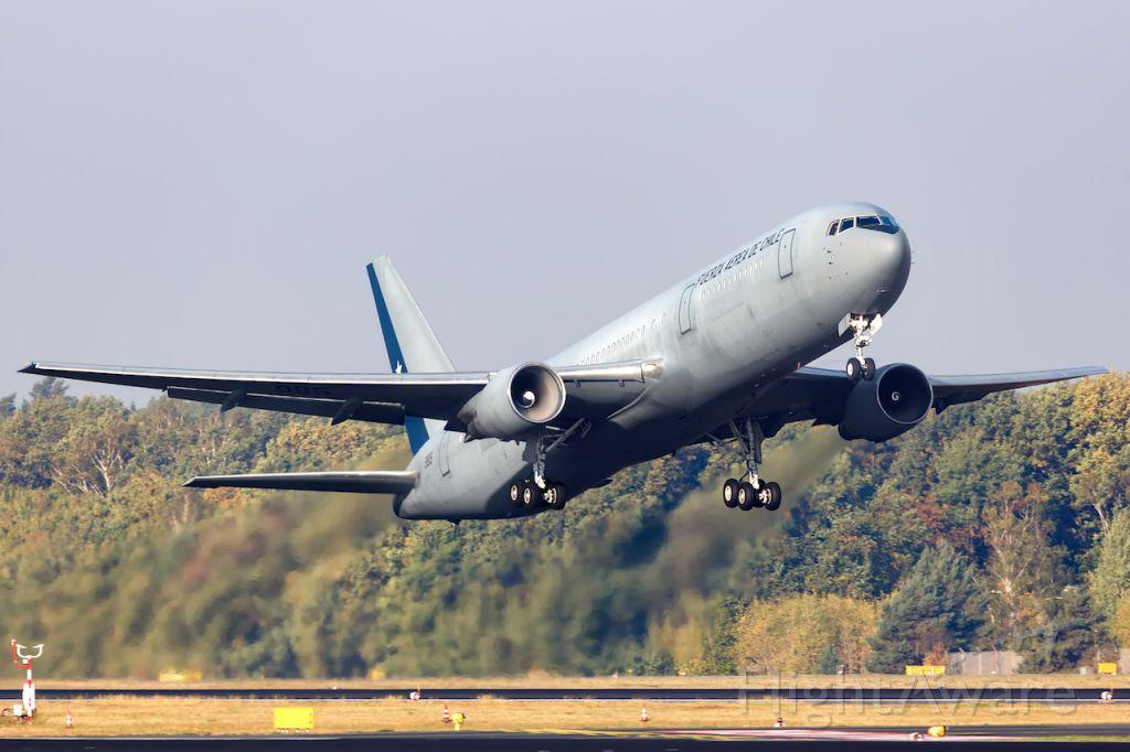 BOEING 767-300 (N985)