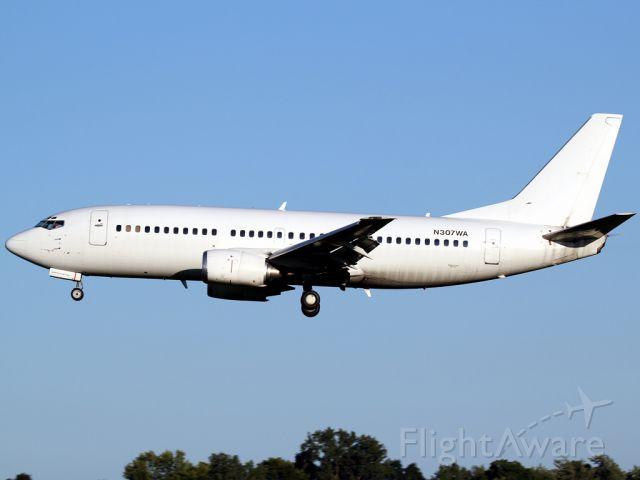 BOEING 737-300 (N307WA) - Landing 04 from KDAY.