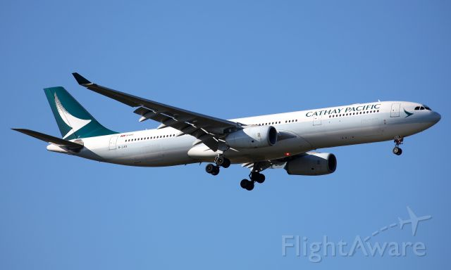 Airbus A330-300 (B-LAQ) - Short Final to Rwy 25