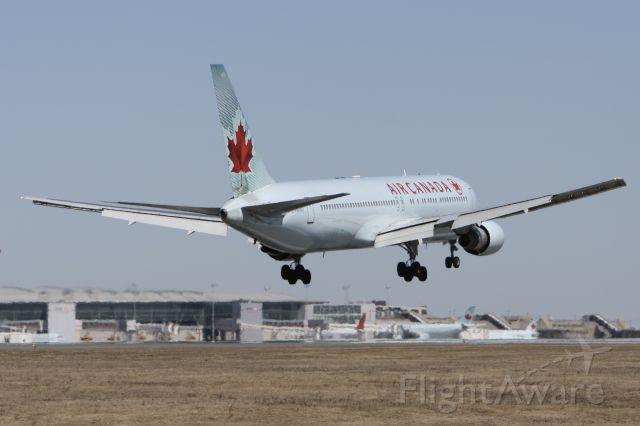 BOEING 767-300 (C-FMWU) - March 23, 2009 - landed Toronto