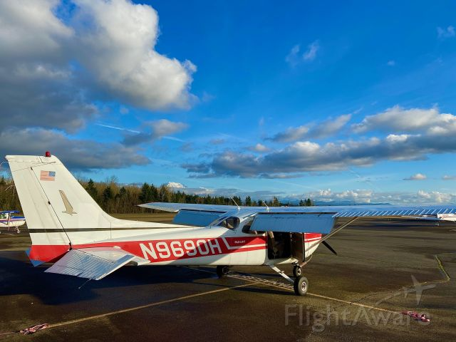 Cessna Skyhawk (N9690H) - Niner-Zero-Hotel sits on the ramp during preflight inspection. The weather was beautiful for a fun local flight. Mt. Rainier is poking through the clouds in the distance.