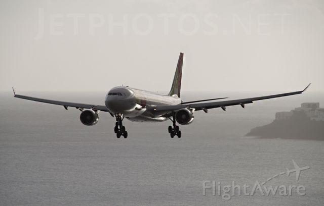 Airbus A330-300 (CS-TOJ)