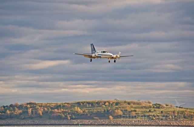 Cessna 402 (N121PB) - RWY32 approach