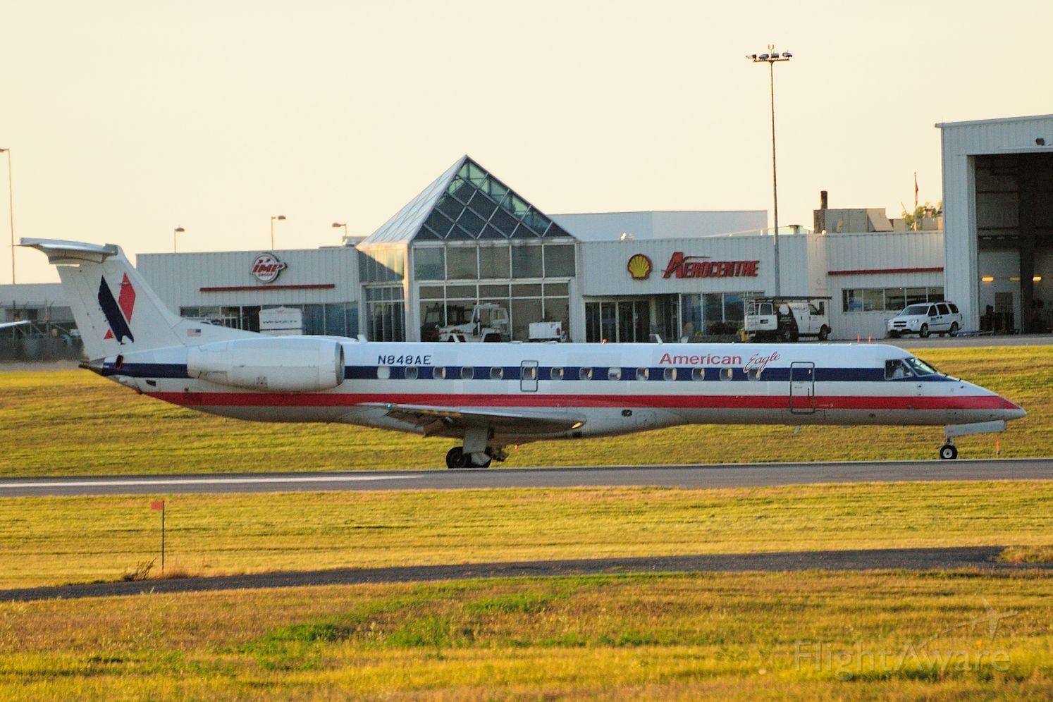 Embraer ERJ-135 (N848AE)