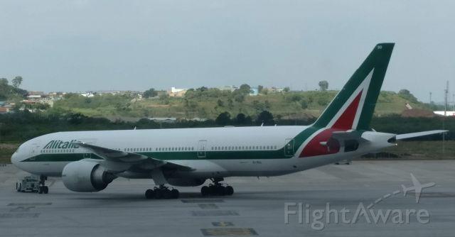 Boeing 777 (EI-ISO)