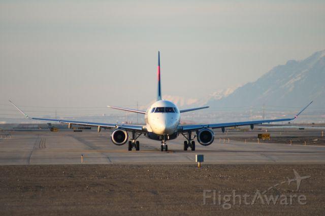 Embraer 175 (N308SY)