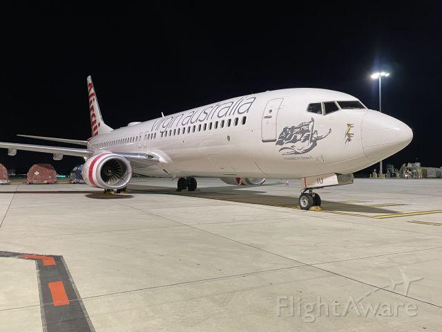 Boeing 737-800 (VH-YIU) - VH-YIU sitting at Melbourne Airport