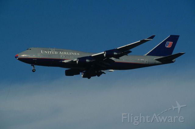 Boeing 747-400 (N171UA) - Final Approach to Narita Intl Airport Rwy34L on 1996/08/25