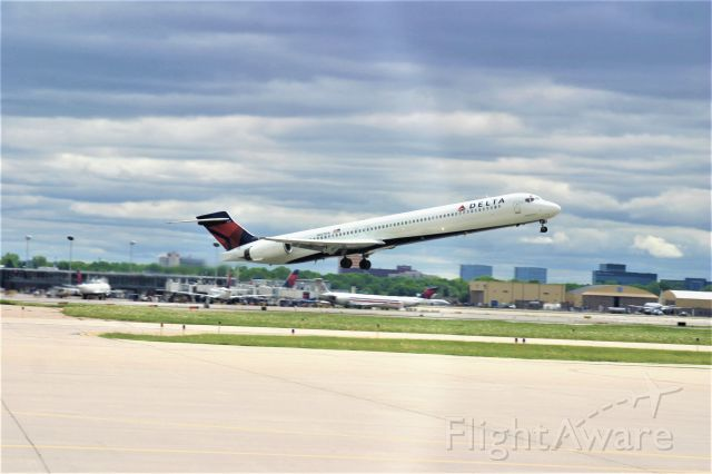 McDonnell Douglas MD-80 (N907DA)