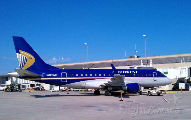 Embraer 170/175 (N823MD)