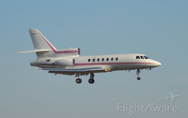 Dassault Falcon 50 (N95HC) - N95HC on final approach to Runway 21 in Sioux Falls SD