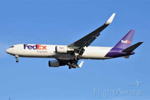 BOEING 767-300 (N68079) - Landing 23-L 10-19-17
