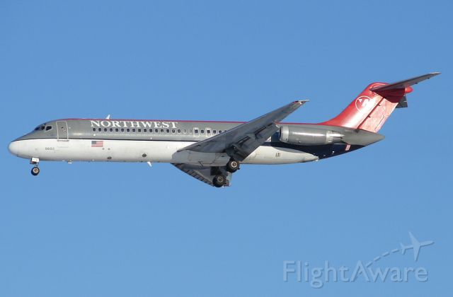 McDonnell Douglas DC-9-30 (N602NW)
