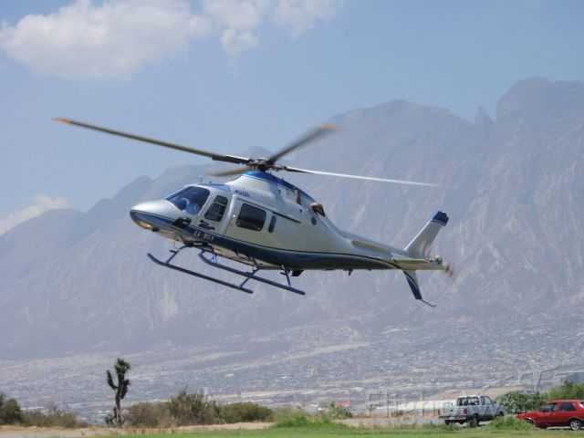 XA-MSV — - XA-MSV Taking off.  Cerro de las Mitras, Monterrey, Mexico on the background.