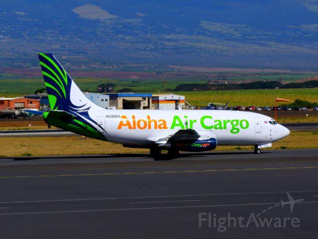 Boeing 737-200 (N320DL) - Aloha Air Cargo 737-200 taxiing at PHOG.