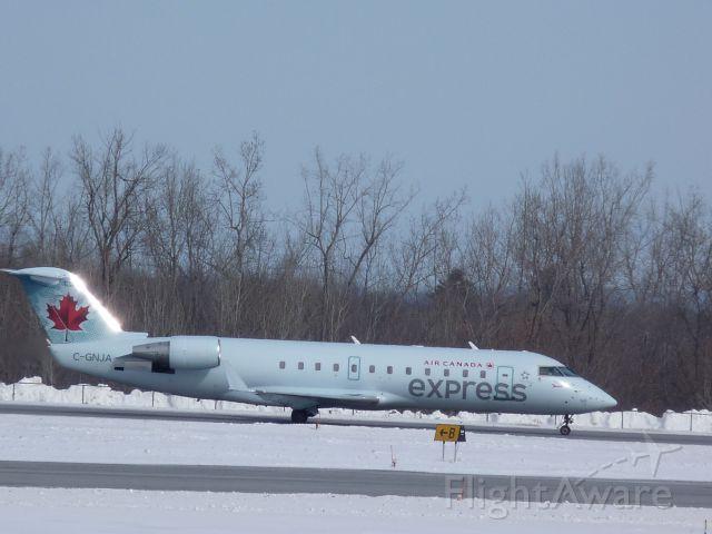 Canadair Regional Jet CRJ-200 (C-GNJA)