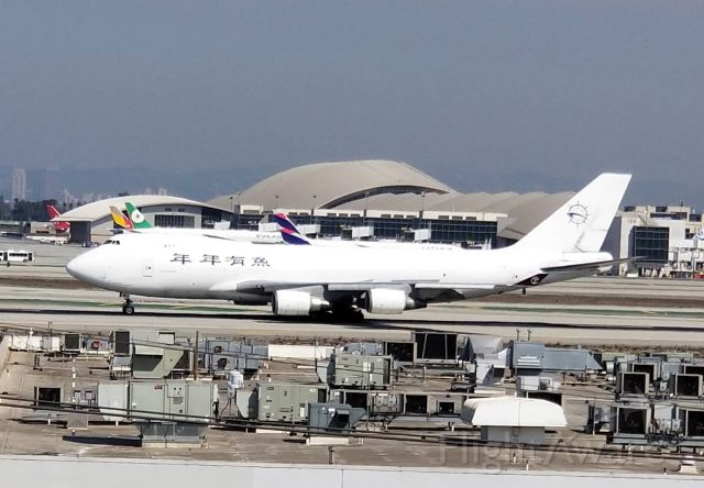 N903AR — - The white SkyLease Cargo 744F makes a photo opportunity from this long rollout landing LAX 25L.