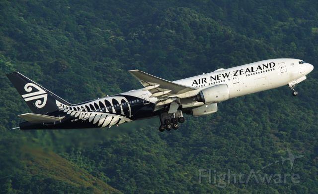 BOEING 777-200LR (ZK-OKE)