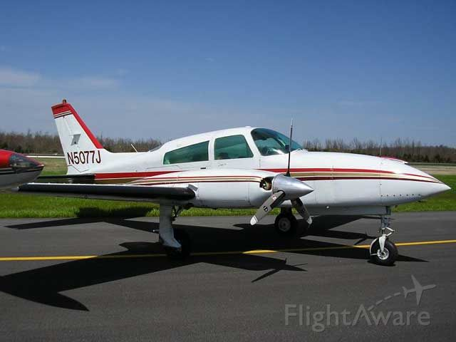 Cessna 310 (N5077J)