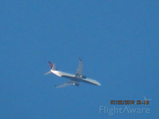 Boeing 737-900 (N813DN)