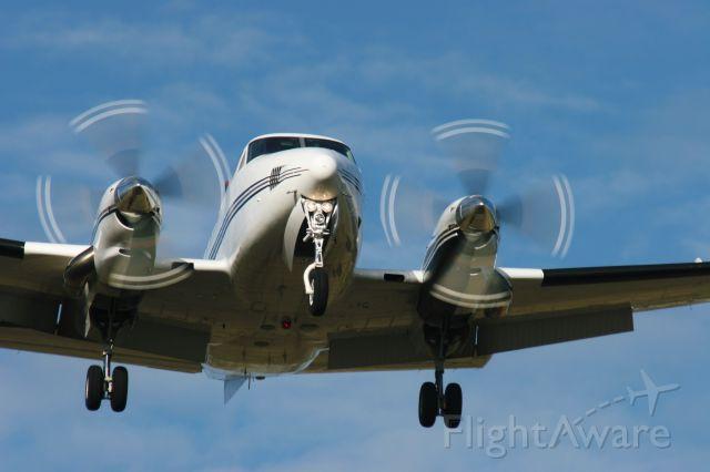 — — - Beechcraft King Air at Green Bay Airport