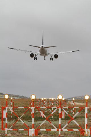 Airbus A320 (CS-TKL)