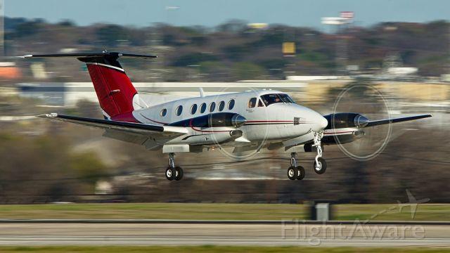 Beechcraft Super King Air 300 (N19MC) - 22 arrival.