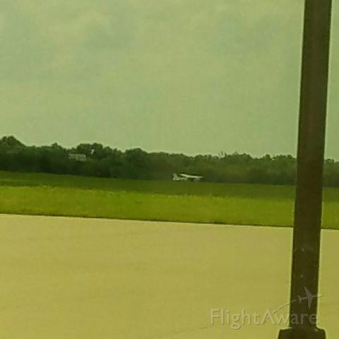 Cessna Skyhawk (N722HG) - Blew a tire on landing.