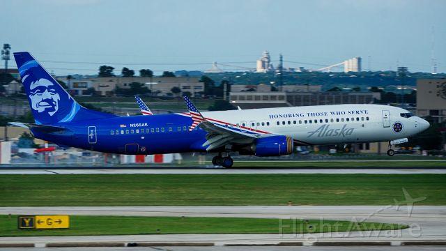 Boeing 737-900 (N265AK) - 13R arrival.
