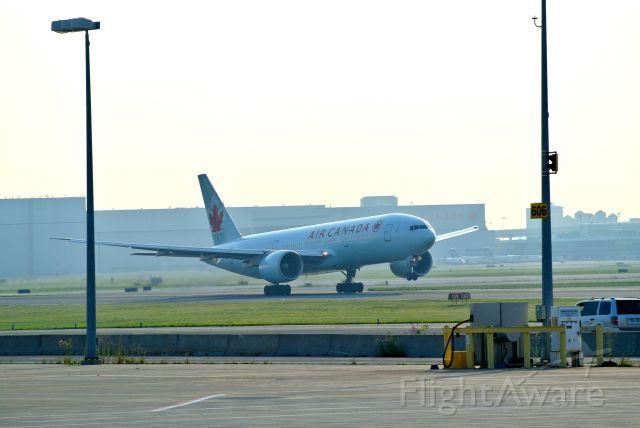 BOEING 777-200LR (C-FIUJ) - Rotation 23