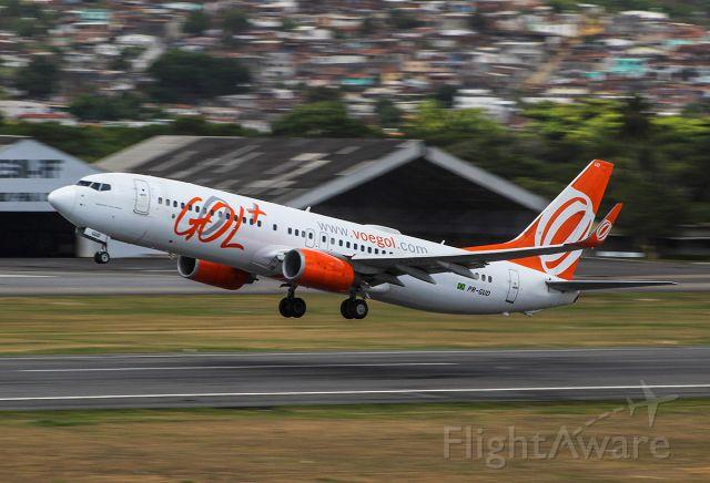 Boeing 737-700 (PR-GUD)