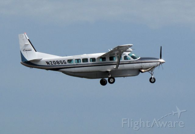 Cessna Caravan (N208SG) - Take off RW24.