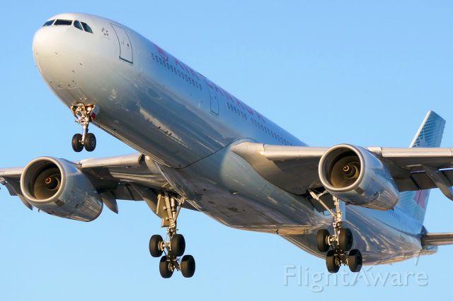Airbus A330-300 (C-GHKX)