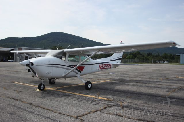 Cessna Skylane (N922RA) - N922RA 1973 CESSNA 182P SCHUBERT BROTHERS AVIATION INC CANANDAIGUA, NY<br />KDDH William H. Morse State Airport (Bennington, VT)<br />Photo taken by Christopher Wright