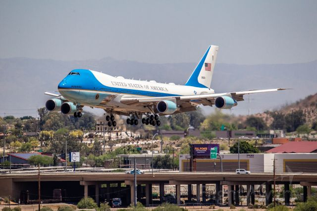 Boeing 747-200 (82-8000) - POTUS arrival in PHX on May 5, 2020.