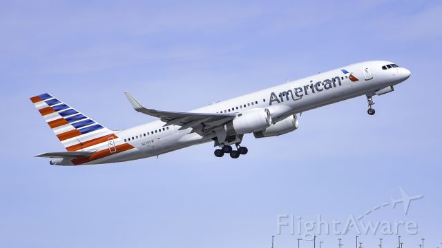 Boeing 757-200 (N205UW) - ole good 757 blasting out of PHX