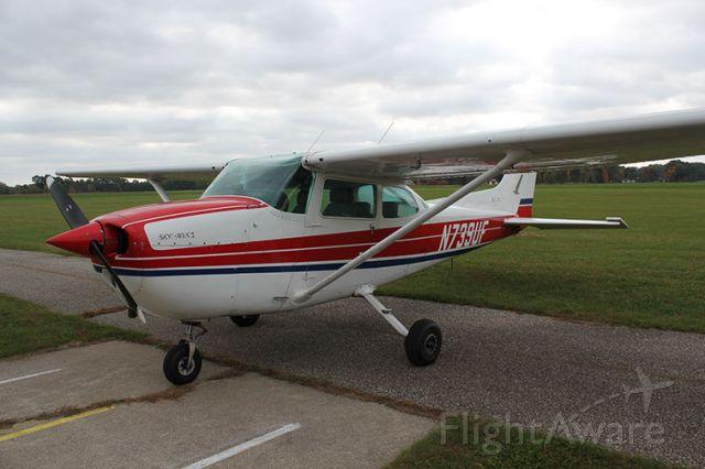 Cessna Skyhawk (N739UF)